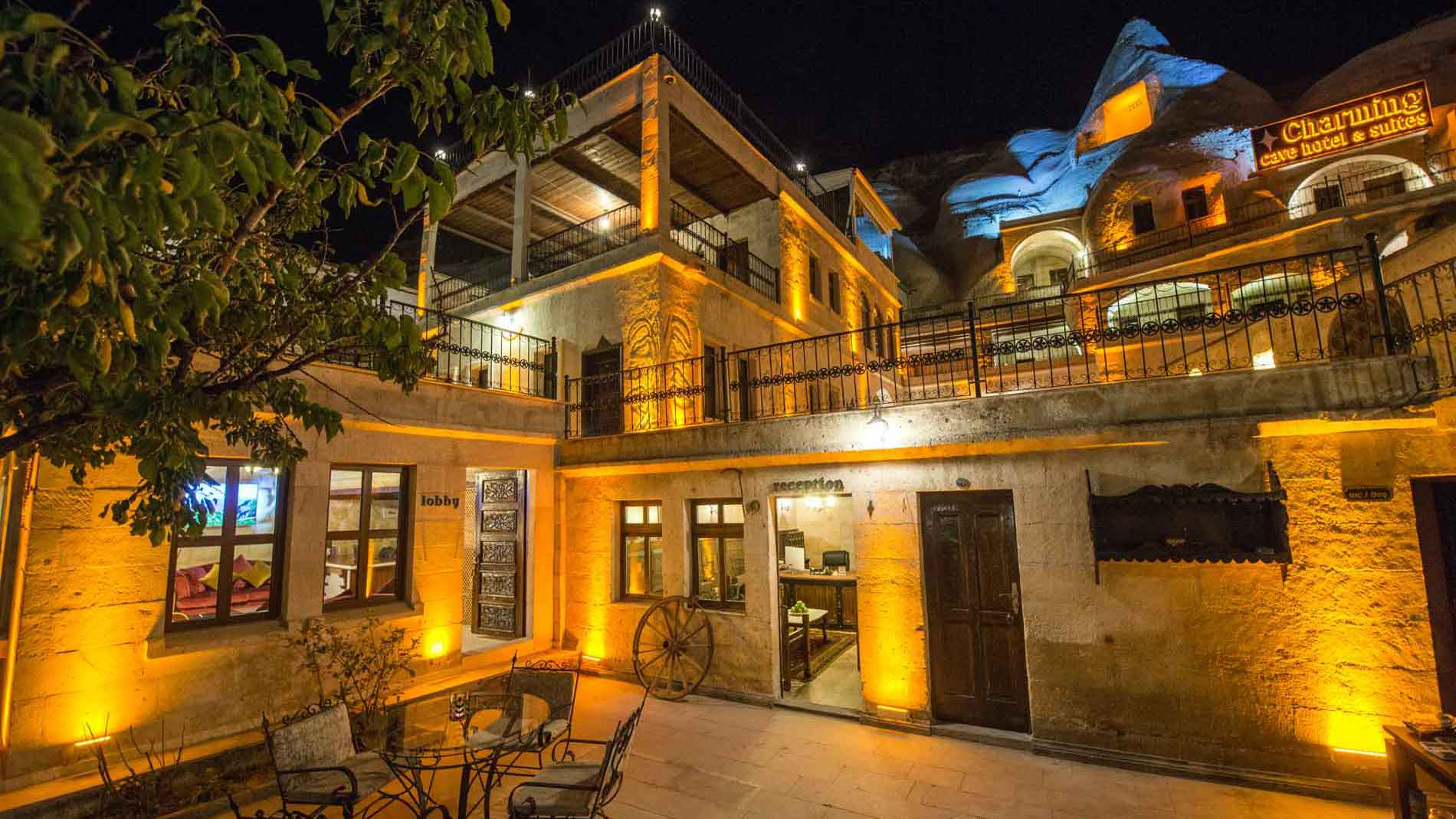 The charming cave hotel for Charming hotels